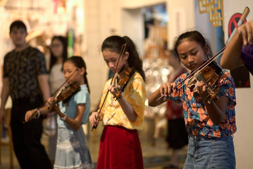 Violonistes sur le marché de Phuket